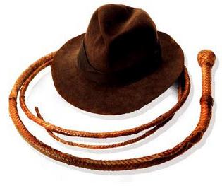 Les ustensiles d'Inidiana Jones : fouet et chapeau
